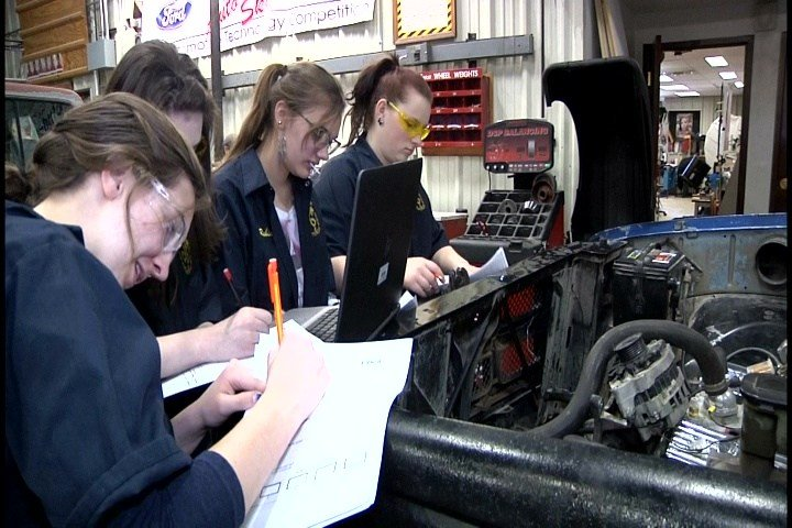 Capital High School auto shop class helps repair homeless woman's car
